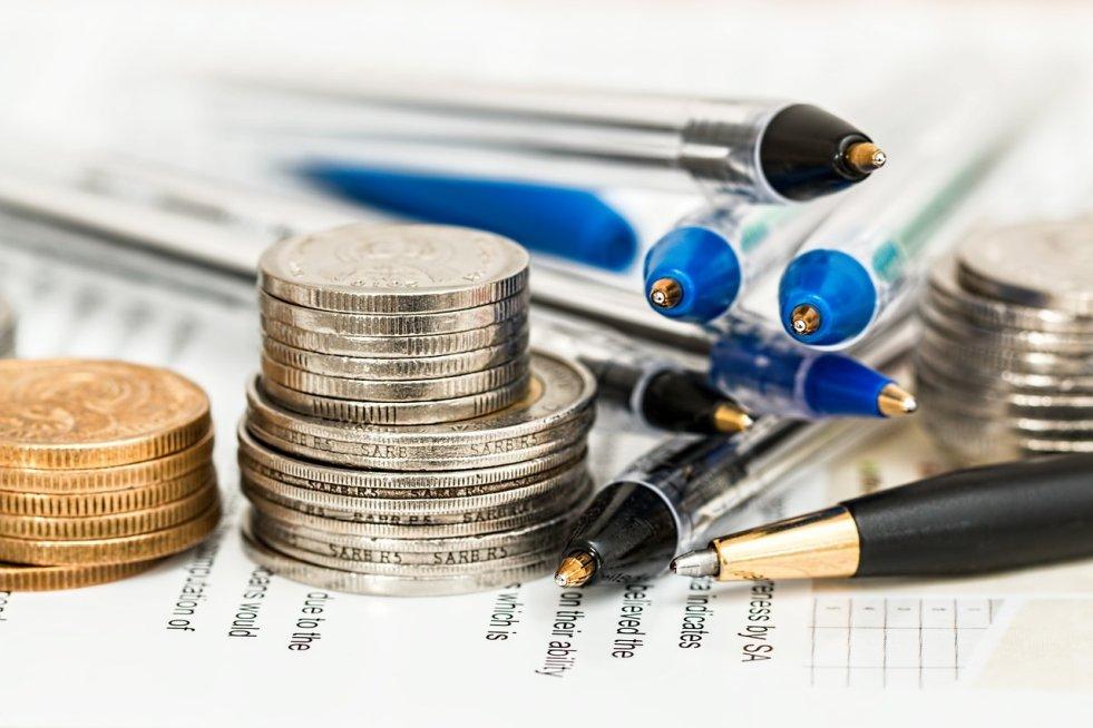 a5d08a6859743 Preddavok na daň sa vypočítava zo základu dane, ktorý predstavuje hrubá mzda  znížená o povinné odvody zamestnanca a o nezdaniteľnú časť základu dane.