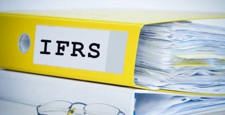 Medzinárodné štandardy finančného výkazníctva (IFRS): nástroj pre transparentný pohľad na výsledky firiem